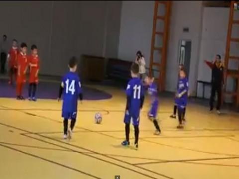 بالفيديو طفل يسجل هدف رائع على طريقه ميسي