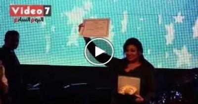 بالفيديو - تكريم فيفى عبده الأم المثالية باحتفالية نادى الطيران