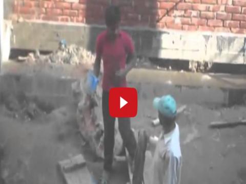 فيديو مصري اصحابه بيزاولوه بالليزر