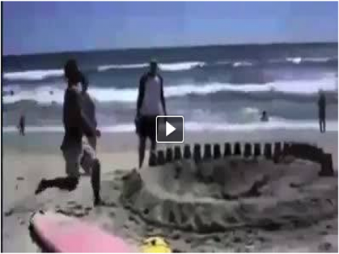 بالفيديو شخص يختفي وسط الرمال
