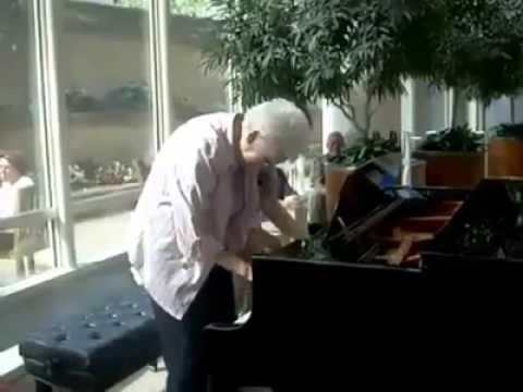 شاهد فيديو رائع لزوجين مسنين