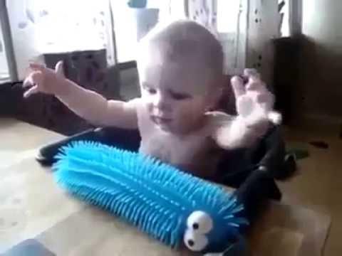 شاهد رده فعل هذا الطفل