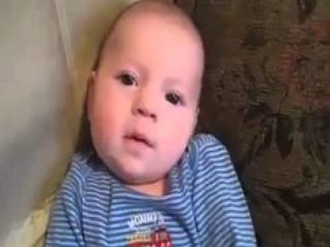 فيديو مذهل لطفل يتعلم النطق