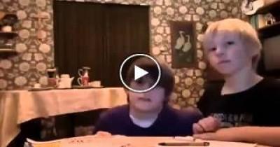 اغبي طفلين فيديو مضحك