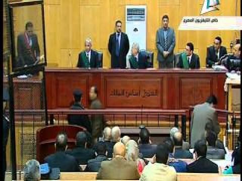 بالفيديو مبارك يظهر بالبدلة داخل قفص الاتهام بقضية القصور الرئاسية
