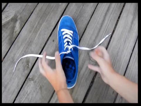 اسرع طريقه لربط رباط الحذاء